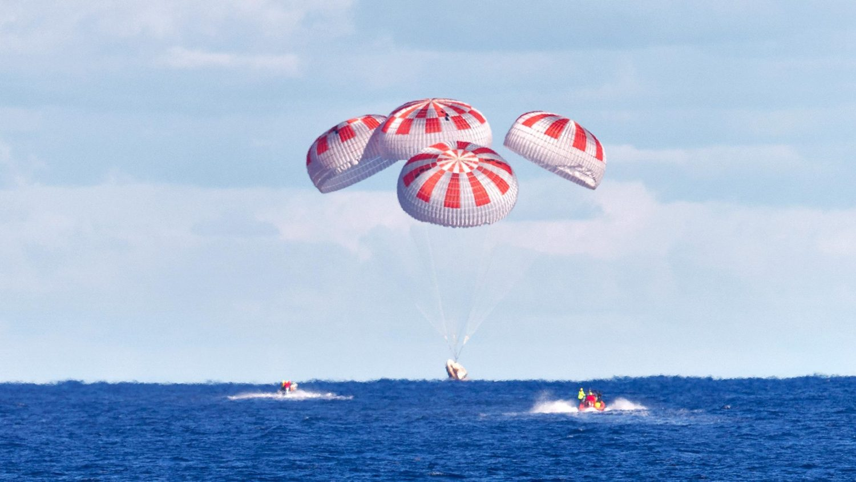 First-Crew-Dragon-Splashdown-scaled