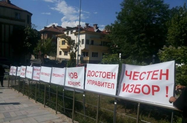 640-420-othvyrliha-protesta-na-dr-kalinov-sreshtu-izbora-na-nov-upravitel